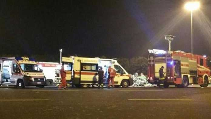 Incidente Torino, tir travolge auto al casello autostradale: morte due persone