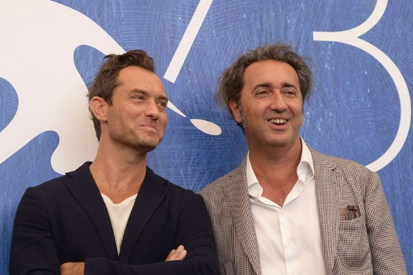Jude Law, Dakota Fanning e James Franco sul Red Carpet Mostra del Cinema di Venezia (video)