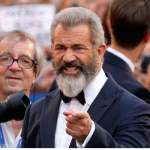 Mel Gibson re del Red Carpet alla Mostra del Cinema di Venezia (video)