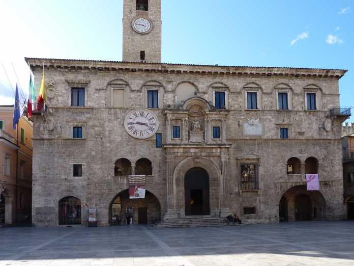 Ascoli, Palazzo dei Capitani: rischio crolli dopo Terremoto Centro Italia