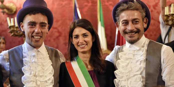 Roma, prima unione civile omosessuale: Celebrata da Virginia Raggi