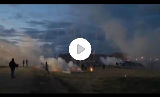 Calais Ultime Notizie: scontri tra migranti e polizia francese (Video)
