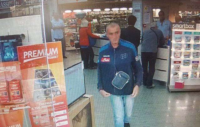 Napoli, furto da Galiano: uomo ruba PlayStation