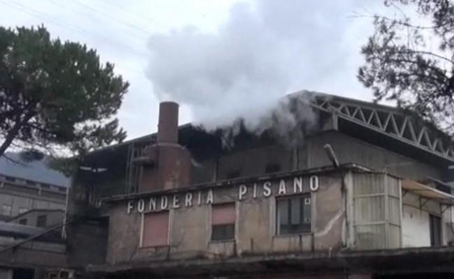 Fonderie Pisano riapertura, operai manifestano dinanzi al Tribunale di Salerno