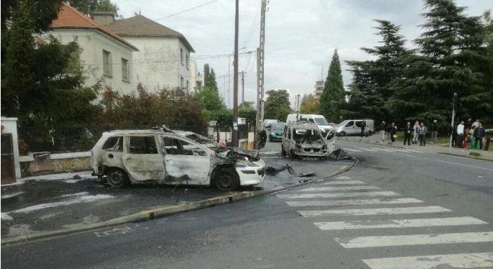 Parigi, molotov contro 2 poliziotti in una banlieu: feriti gravemente