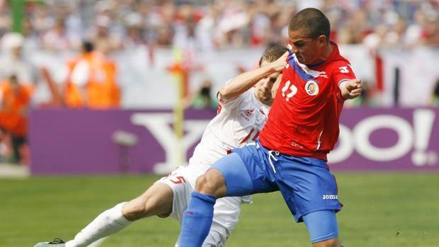 Gabriel Badilla morto: l'ex calciatore è collassato in diretta durante una gara