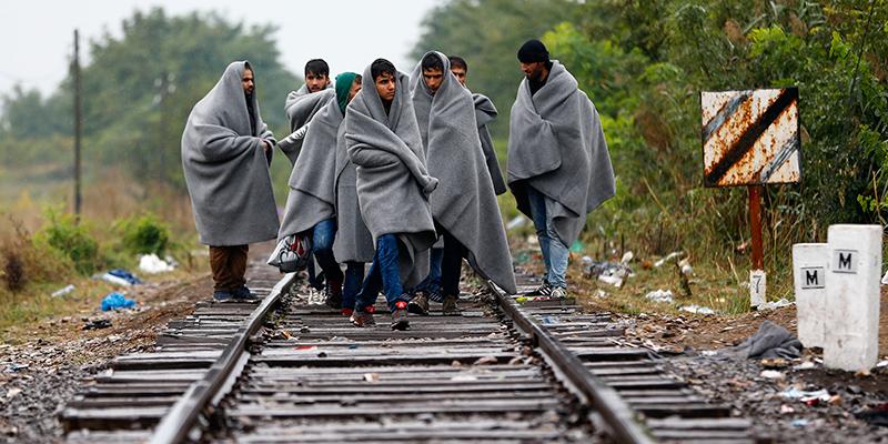 """Serbia, migranti marciano per raggiungere la Croazia: """"Aprite le frontiere"""""""