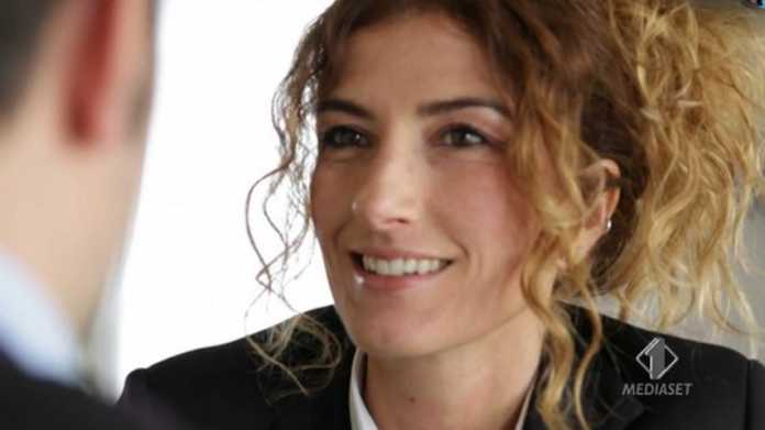 Servizio Nina Palmieri contro la violenza sugli animali a Le Iene (video 6 novembre) 1
