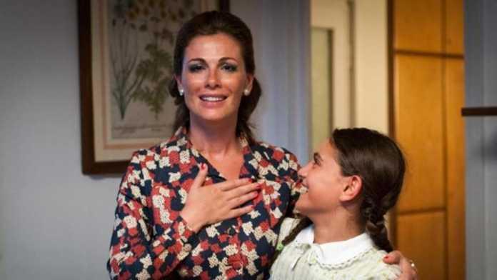Chi è Mirella Casale? Biografia Insegnate interpretata da Vanessa Incontrada
