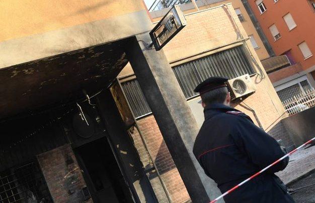 Attentato Bologna: ordigno all'ingresso di una stazione dei Carabinieri