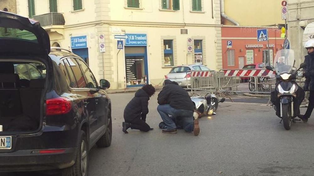 Incidente Agnese Renzi: urtato uno scooter in Piazza di Gavinana a Firenze (Foto) 1
