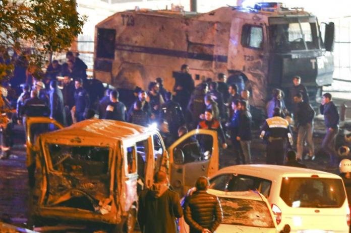 Attentato Istanbul, 13 morti: poliziotti tra le vittime