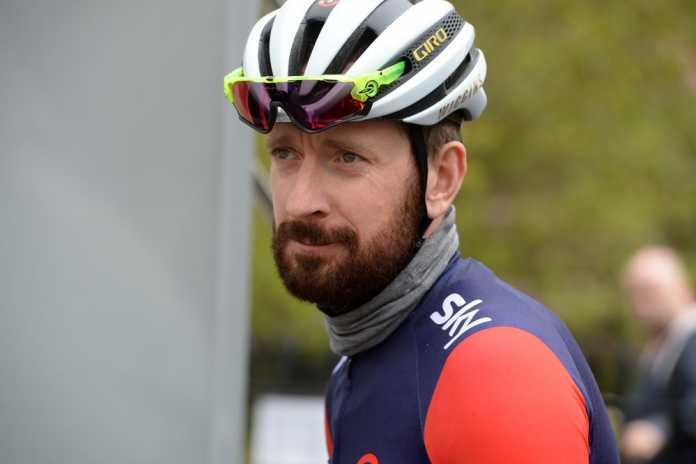 Bradley Wiggin si ritira dal ciclismo, addio alle gare: il messaggio su Facebook