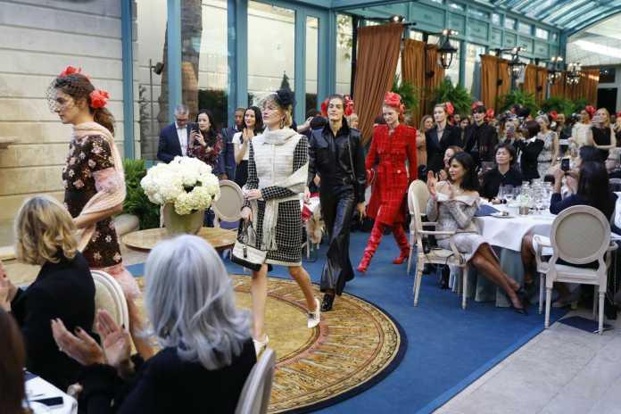 Sfilata Chanel al Ritz di Parigi: Foto collezione Mètiers D'art per la pre-fall 2017 1