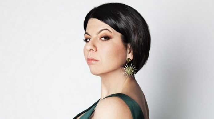 Geppi Cucciari a House Party: Esibizione con Laura Pausini e i 7 Peccati Capitali (Video)