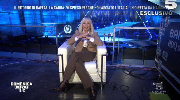 Domenica Live, Raffaella Carrà annuncia il suo addio alla tv (Video)