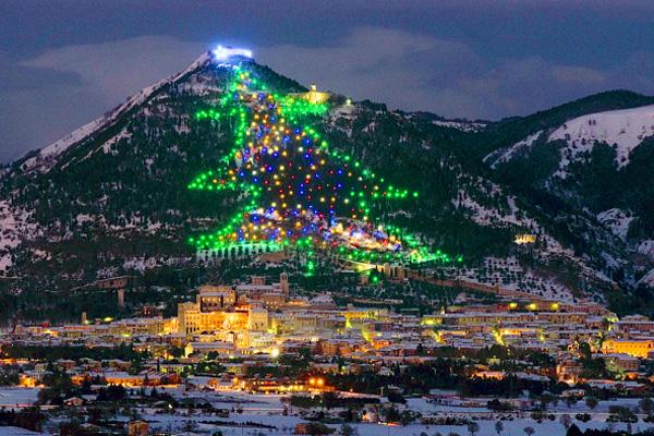 Albero di Natale più grande del mondo: si trova a Gubbio (Foto)