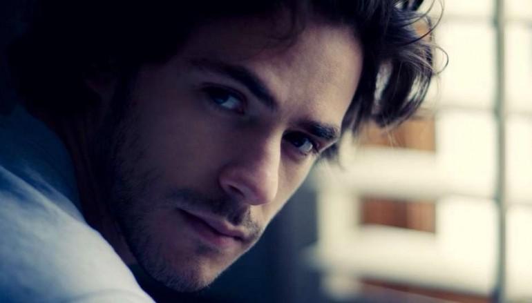 """Chi è Jack Savoretti? Biografia del cantante ospite a """"Stasera Casa Mika"""""""