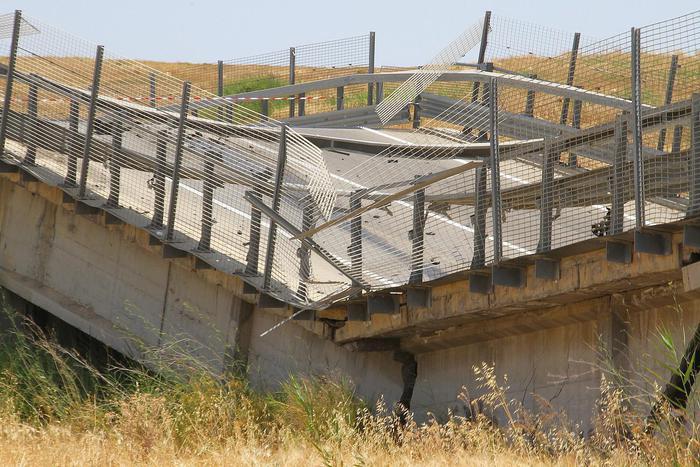 Ponte Crollato su A3 dopo inaugurazione: ma è una bufala