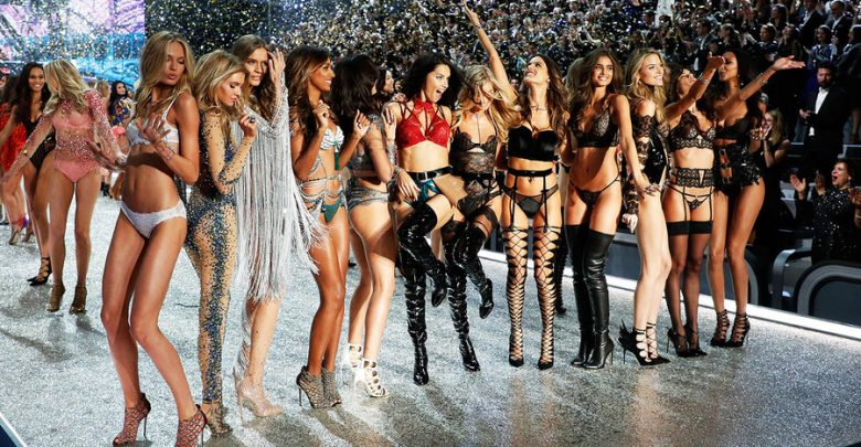 Victoria's Secret Fashion Show 2016: la sfilata a Parigi