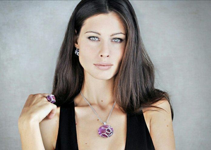 Marica Pellegrinelli a Sanremo 2017: chi è la valletta, moglie di Eros Ramazzotti (Foto) 3