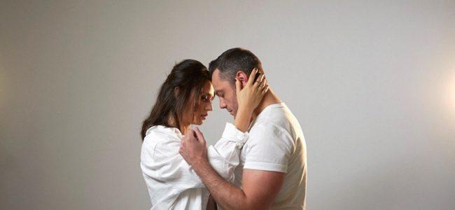 """Tiziano Ferro, nuovo singolo """"Il conforto"""" con Carmen Consoli: Video e Testo"""