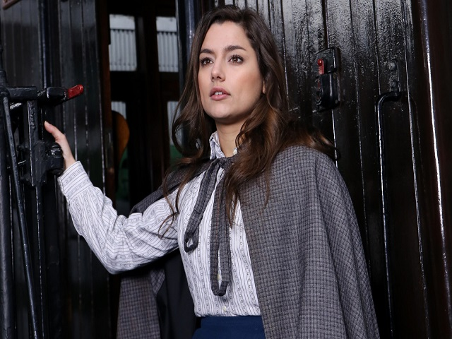 """Romanzo """"La verità di Manuela"""" tratto dalla soap Una Vita: Trama e Prezzo 1"""