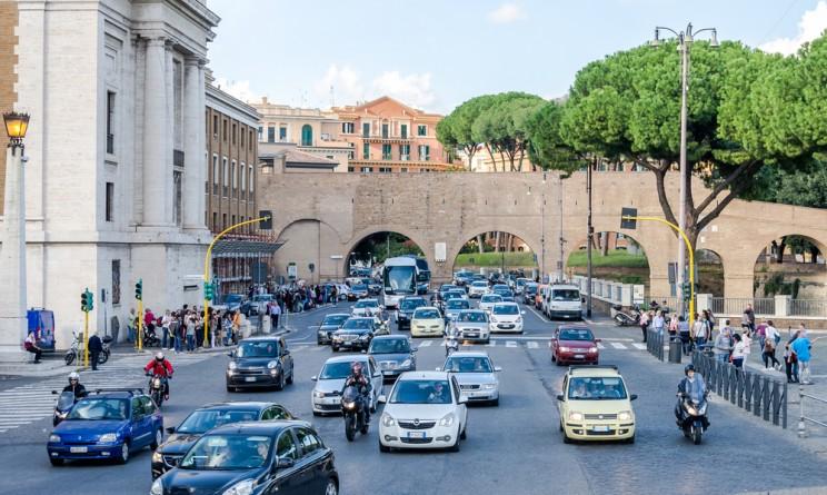 Roma, domani blocco auto più breve per la partita serale