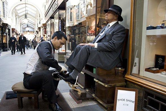 Lustrascarpe a Palermo: ritorna uno dei mestieri più antichi di sempre