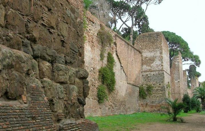 Crollo Mura Aureliane a Roma, il Terremoto la causa