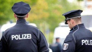 Photo of Uomo aggredisce con un coltello poliziotti in Germania: è attentato?