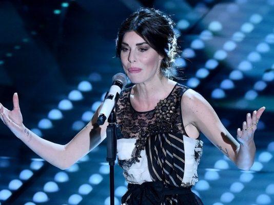 Sanremo 2017, i Look dei cantanti in gara: Promossi e Bocciati Seconda Serata