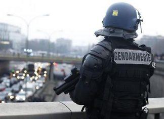 Allarme Bomba a Parigi: Centro Commerciale Evacuato