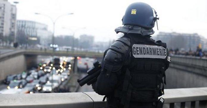 Parigi, un militare aggredito nella metro. Nessun ferito