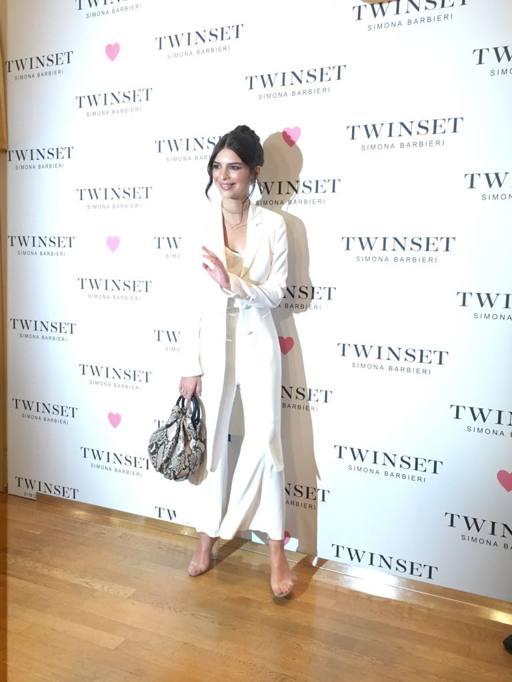 Emily Ratajkowski a Milano: Foto e Video della modella 1