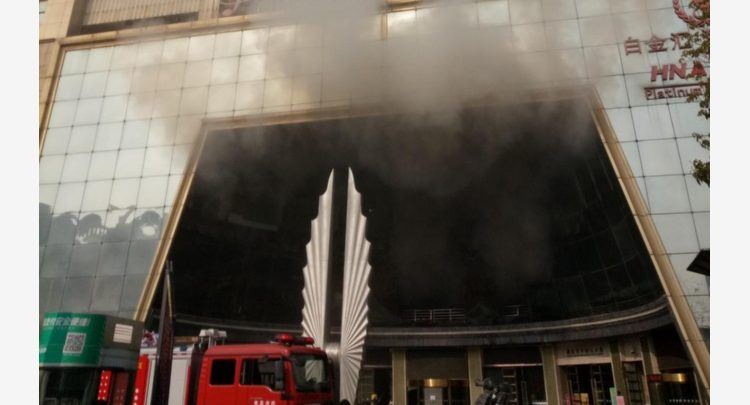 Cina, Incendio a Nanchang: Morti e Feriti in un Hotel 1