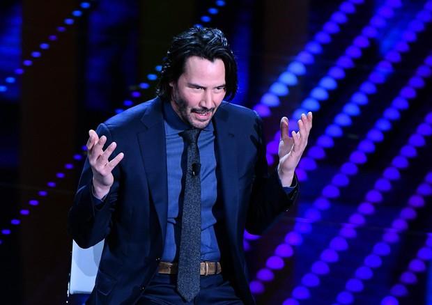 Keanu Reeves a Sanremo 2017: l'attore suona il basso