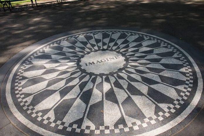 L'Arte di Napoli a New York: il mosaico in onore di John Lennon 2