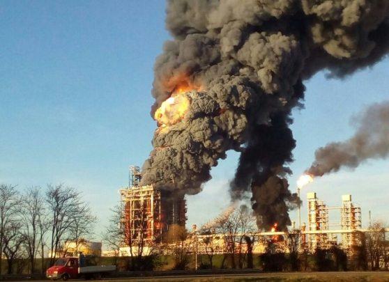 Incendio alla Raffineria Eni di Sannazzaro dè Bungondi 1