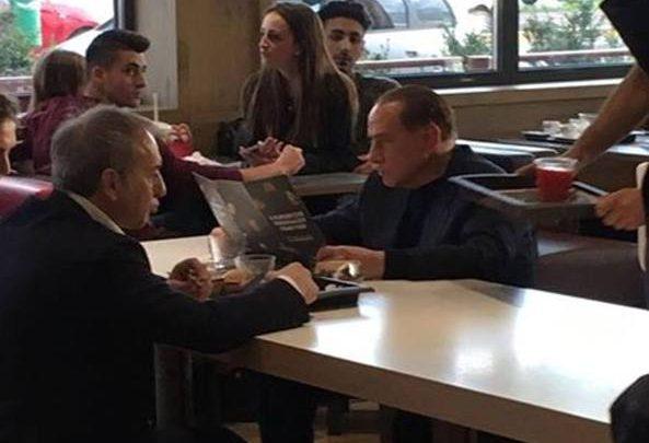 Berlusconi al McDonald's di Segrate
