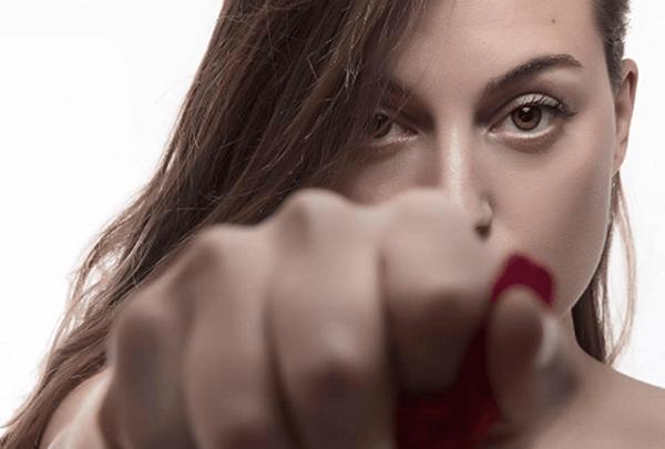 Manuela Padoan, Viola il nuovo singolo: Video e Testo