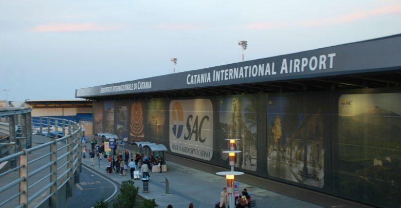 Aeroporto di Catania chiuso: Etna in attività