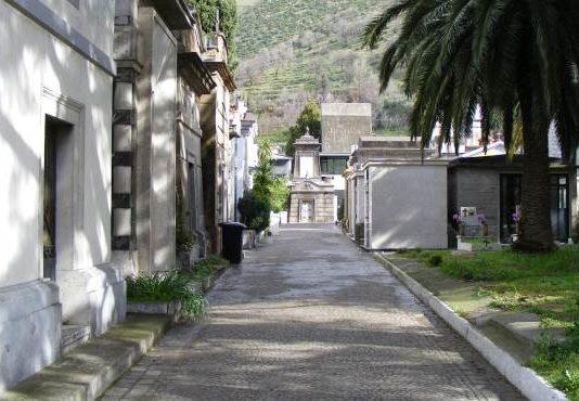 Sala Consilina, Ladri al Cimitero: svariati furti di arredi funerari