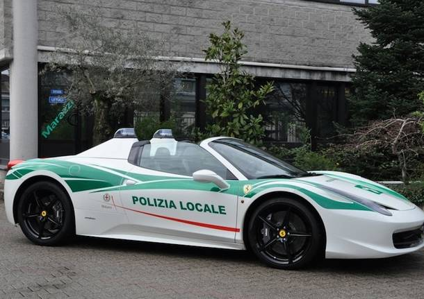 Milano, Ferrari alla Polizia Locale: auto confiscata alla criminalità