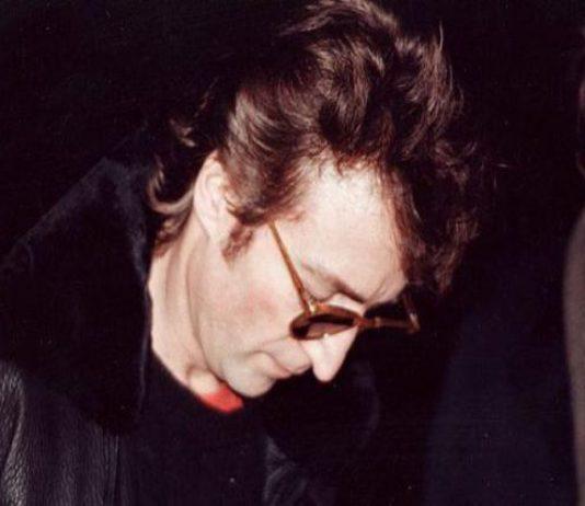 John Lennon: all'Asta l'album autografato al suo assassino