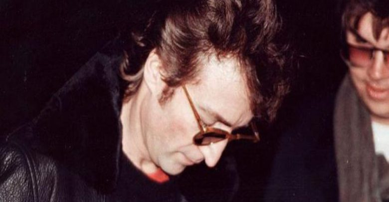 John Lennon: all'Asta l'album autografato al suo assassino