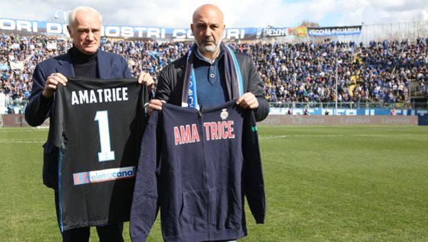 Sergio Pirozzi, sindaco di Amatrice allo stadio per Atalanta - Fiorentina