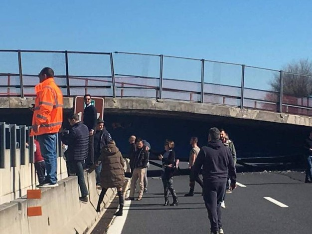 http://www.newsly.it/wp-content/uploads/2017/03/ponte-crollato-a14.jpg