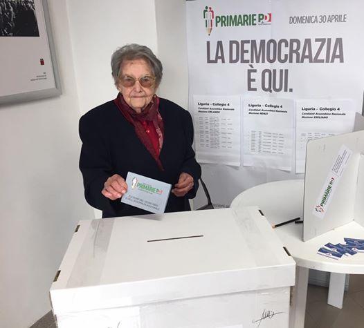Teresa, 102 anni, vota alle Primarie Pd