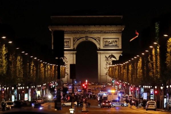 Attentato Isis a Parigi, come si sono mossi i Servizi segreti francesi?